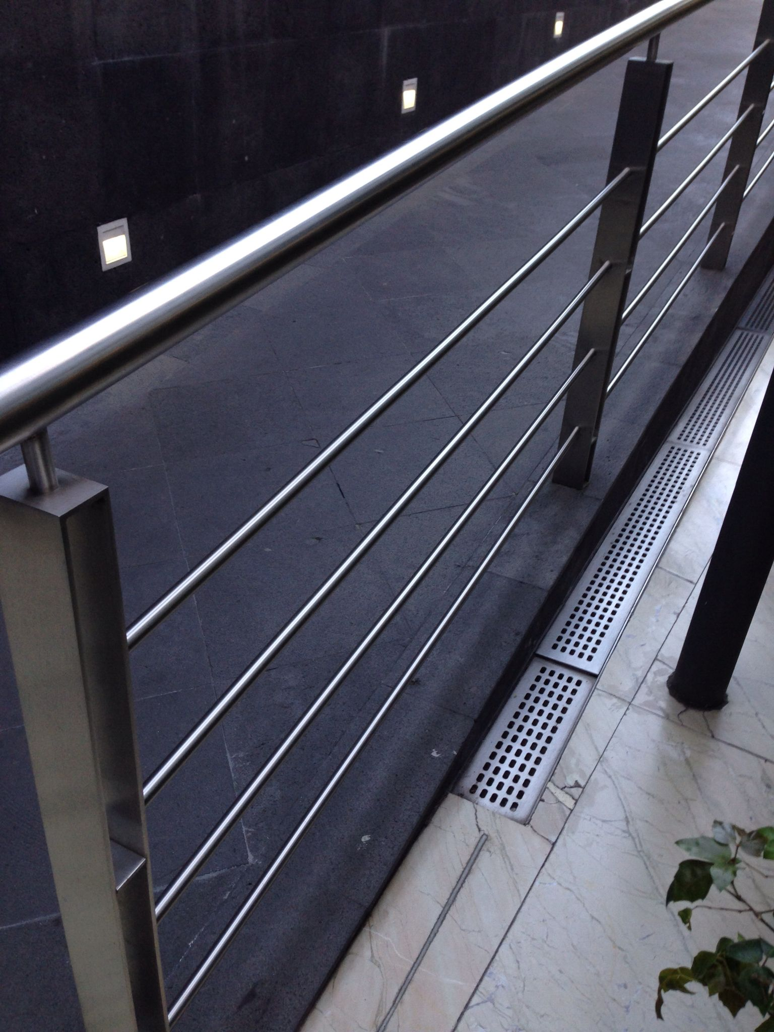 Barandales de acero para exteriores escaleras y barandal - Barandales modernos para escaleras ...