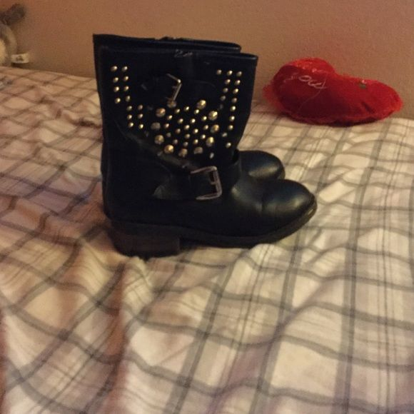 Boots. Black boots with spikes good condition barely used no toe fungus. Shoes Ankle Boots & Booties