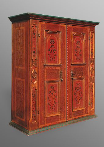 armoire alsacienne contemporaine motifs renaissance 2 portes avec pentures int rieures par. Black Bedroom Furniture Sets. Home Design Ideas