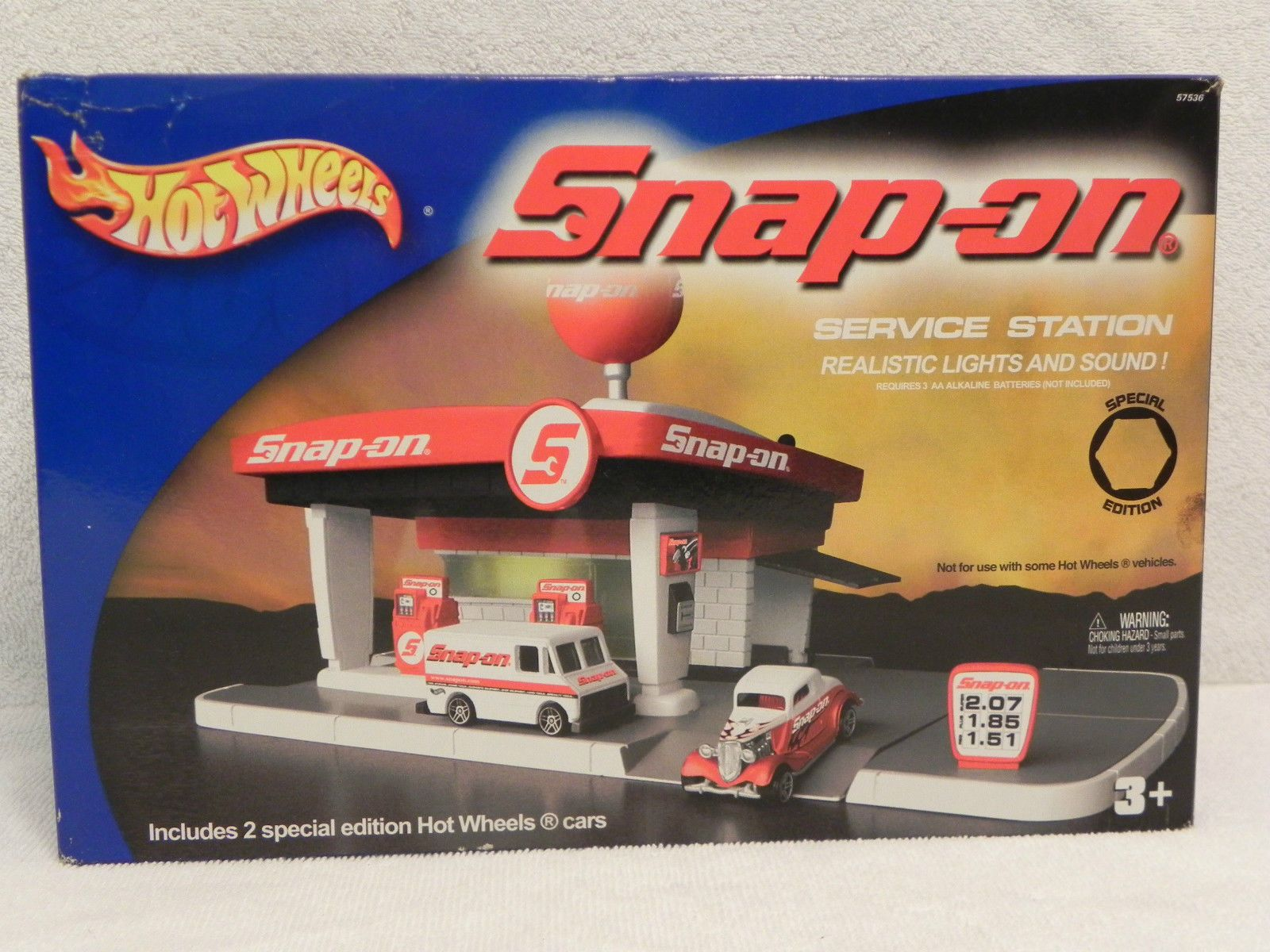 2003 Hot Wheels Snap on Service Station New in Box Special