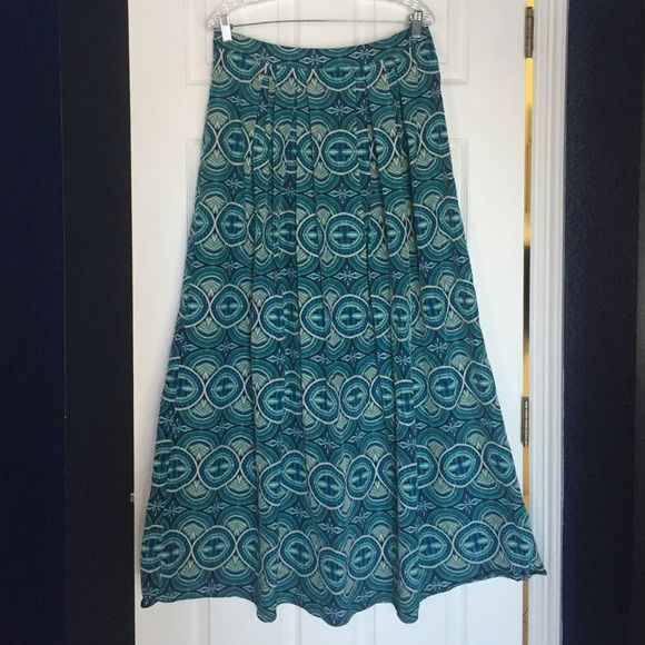 Tribal print maxi skirt Tribal print maxi skirt. Barely worn, like new condition Forever 21 Skirts Maxi