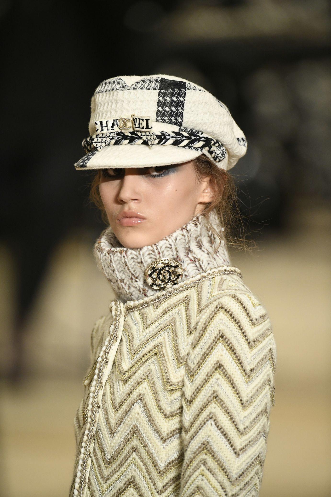 f70592ed Défilés | Accessories. Style ♕ ⚜ ✤ | Chanel hat, Chanel handbags ...