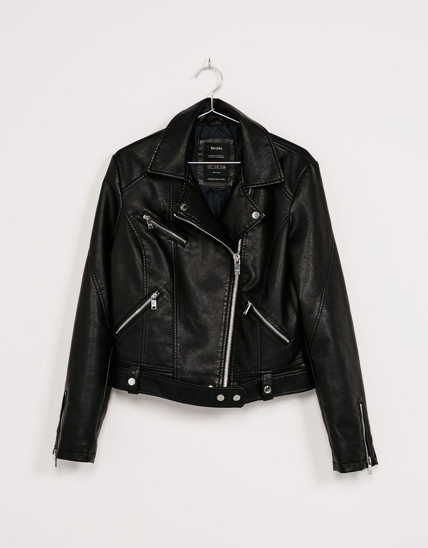 e15b2885595 Cazadora biker efecto piel - Abrigos y chaquetas - Bershka España