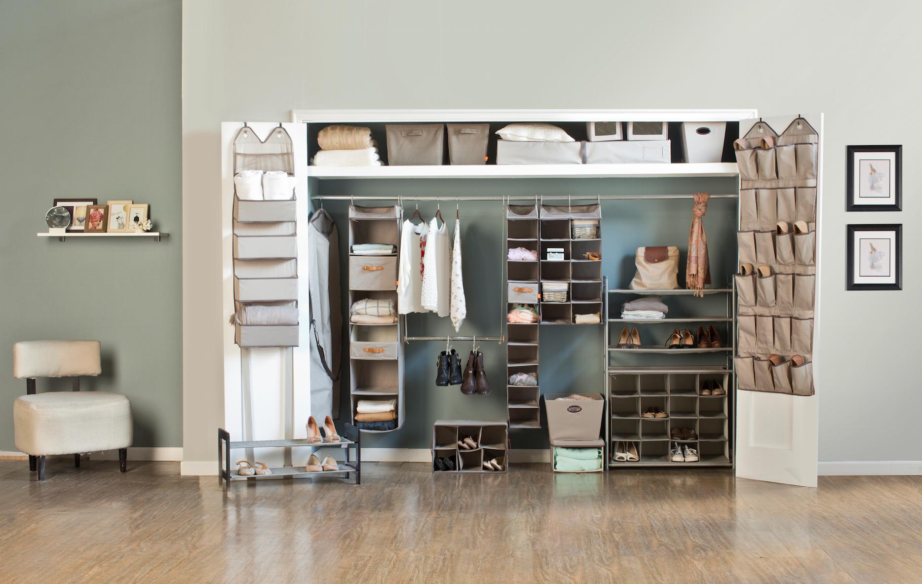 Agrega accesorios a tu clóset para organizar tu ropa, zapatos y más.