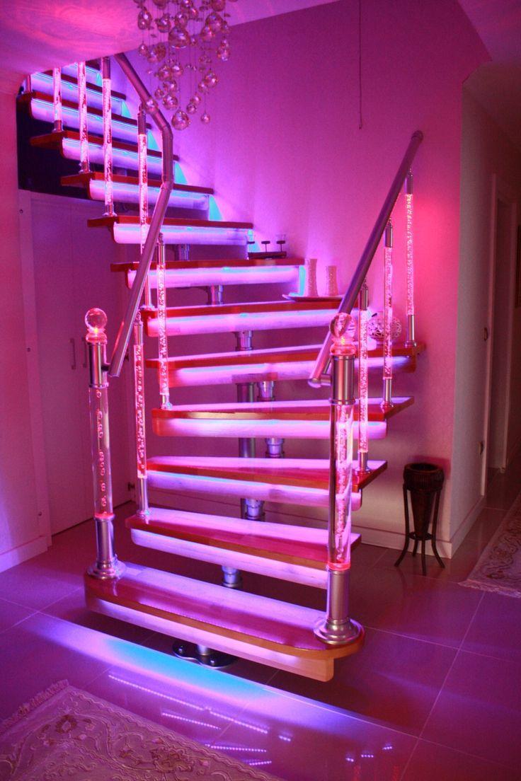 Omurgalı Modüler Merdiven Trio Staircase Neon room