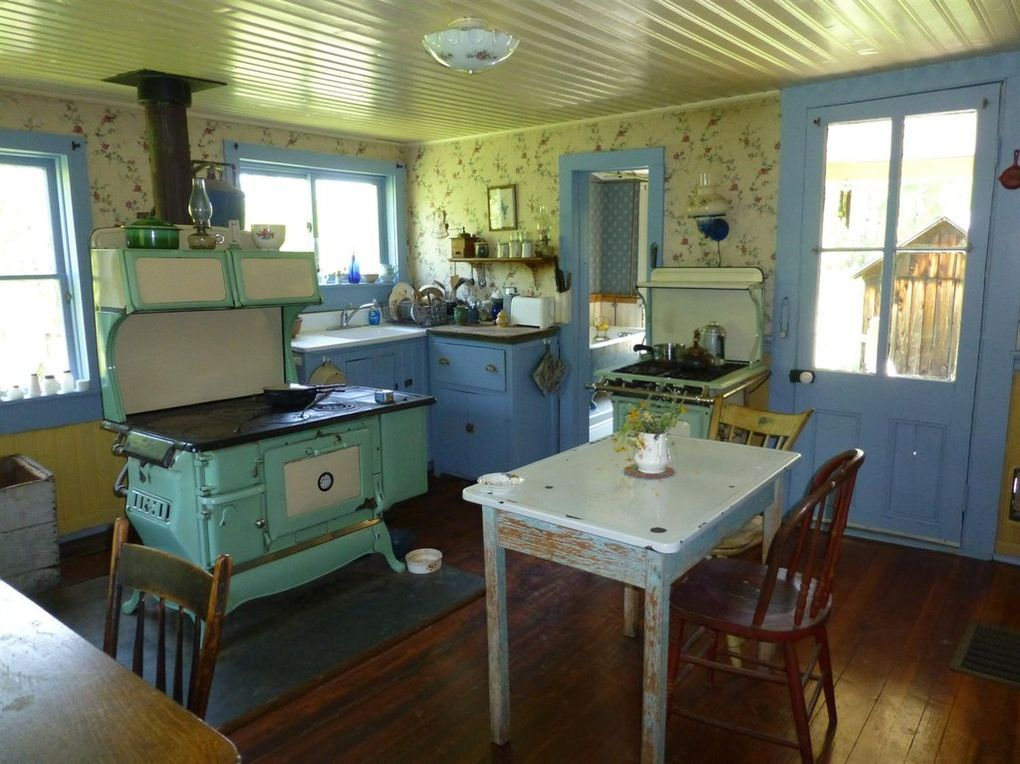 143 Rooney Rd Pittsfield Ny 13843 Homey Kitchen Vintage Farmhouse Kitchen Old House Dreams
