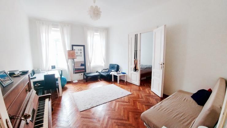 Fancy Einrichtungs Inspiration Altbauwohnzimmer mit Parkettboden und Klavier Wohnzimmer Klavier Piano