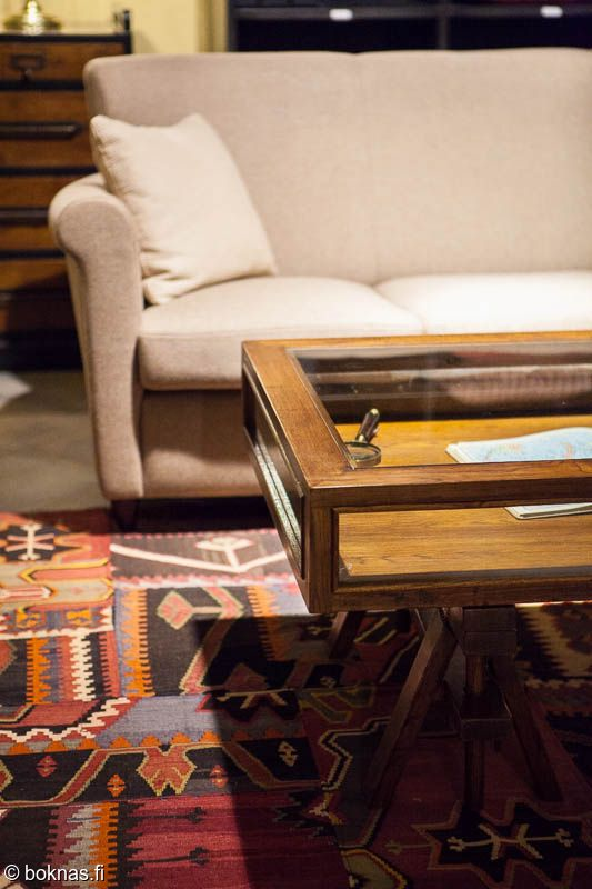 olohuone,matto,lasipöytä