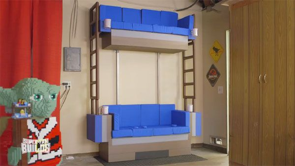 watch the lego movies double decker couch come to life - Etagenbett Couch Lego Film