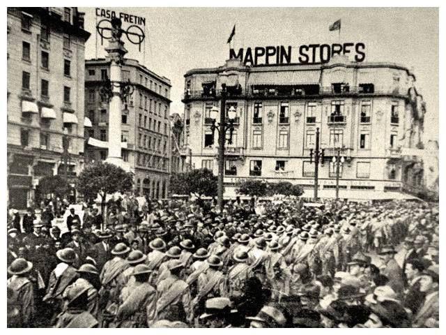 1932 - tropas paulistas - Praça do Patriarca, SP