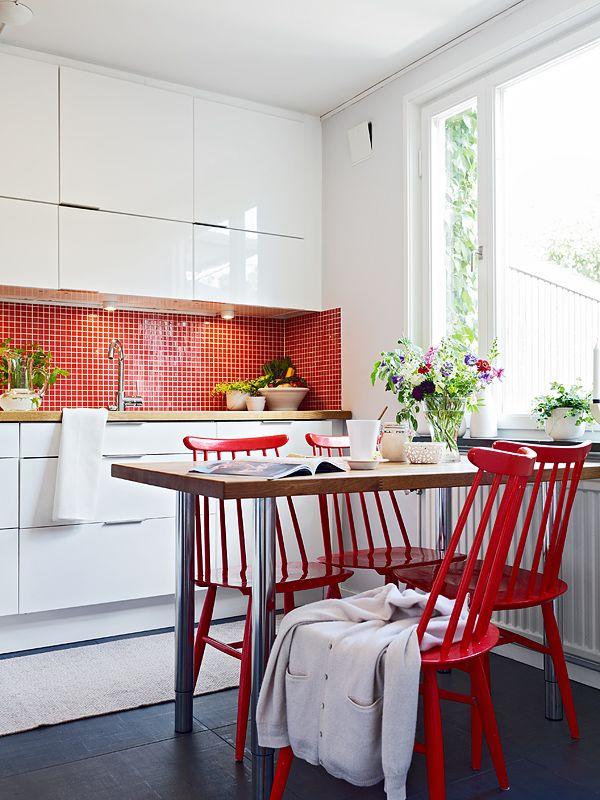 Sillas rojas para la cocina cocina roja pinterest for Sillas de cocina rojas