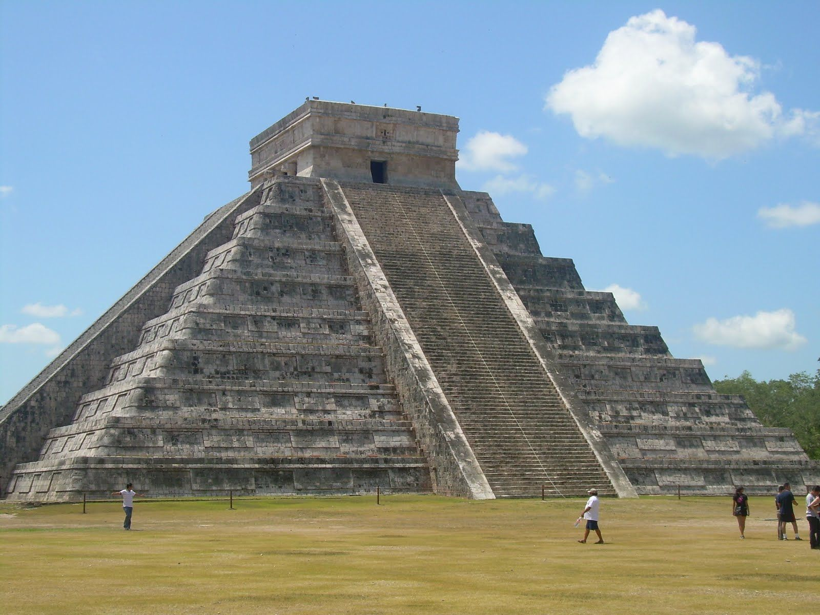 Aztec Pyramids | Chichen Itza built by the Maya ...
