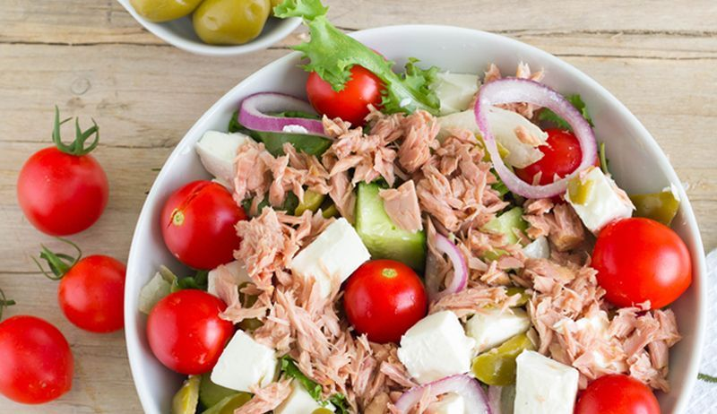 Tuna salad with Greek-style sheep's cheese -  Tuna is a real protein bomb. But only the combination