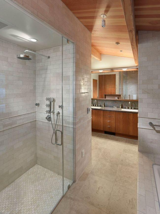 Modernes Bad Duschebereich Graue Fliesen Holz Waschtischunterschrank
