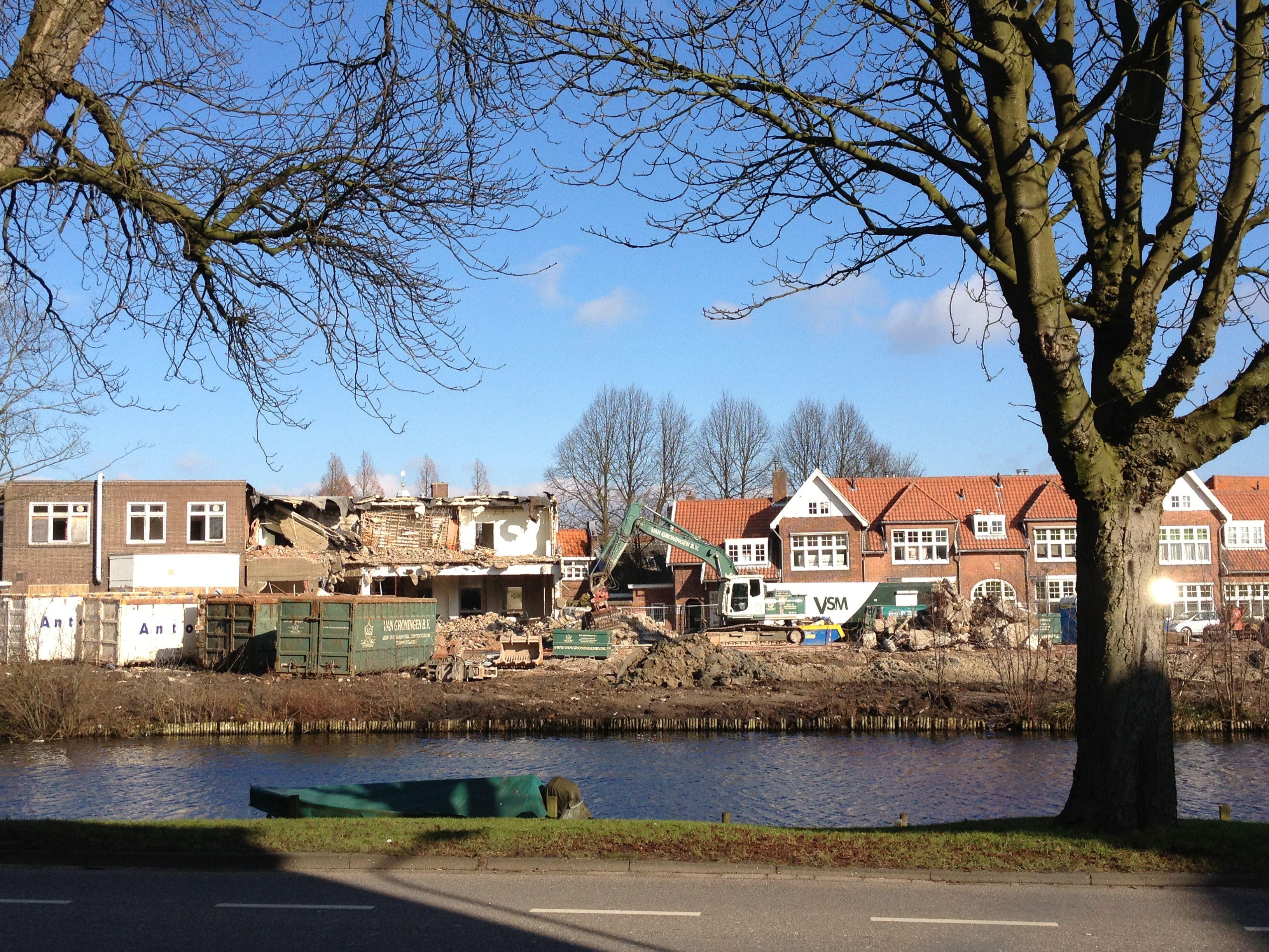 Zonnige dag in #Leiden en de huisjes moeten er in hoog tempo aan geloven! #vanderKlaauw