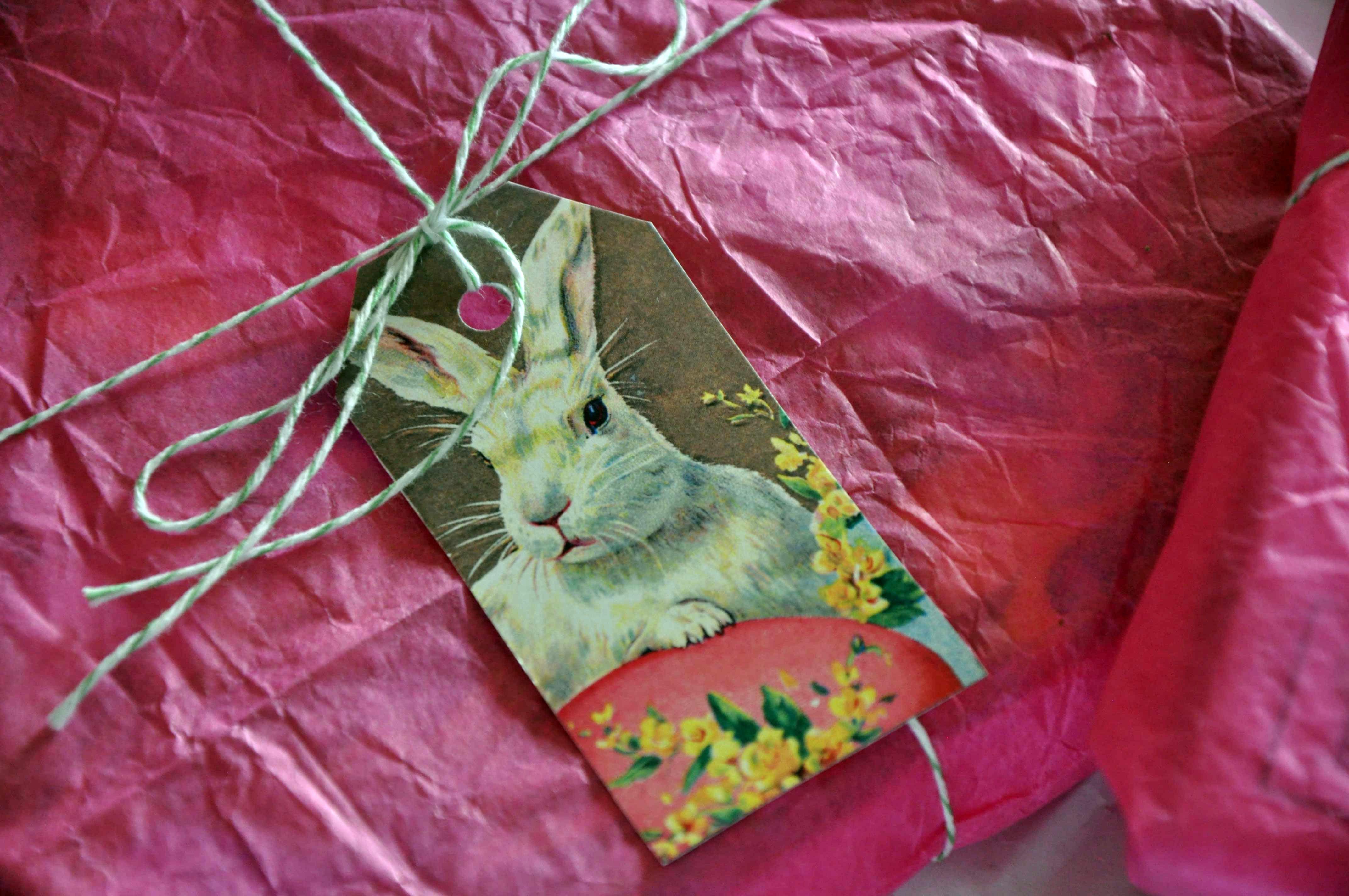 Osterhasenanhänger im Wonderland http://checkoutwonderland.com/2014/03/21/ostern-kommt-bald-geschenksanhanger-fur-eure-geschenke/