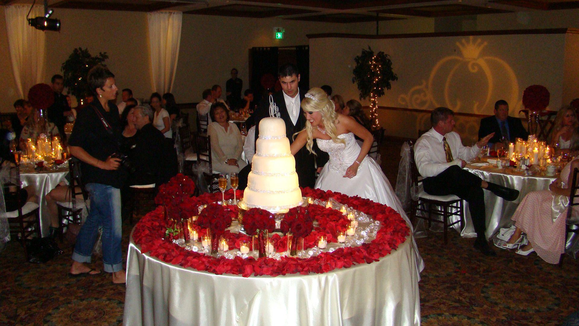 My Wedding Cake Table Red/Gold/Ivory/Wedding | Wedding cakes, Art ...