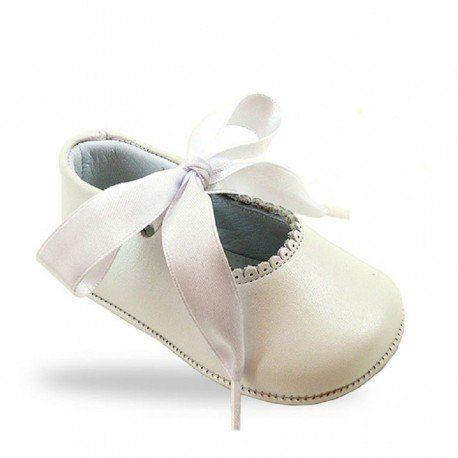 13b17c5fc72 Bailarinas sin suela para bebé en un dulce color nácar con lazo de raso de  Aladino