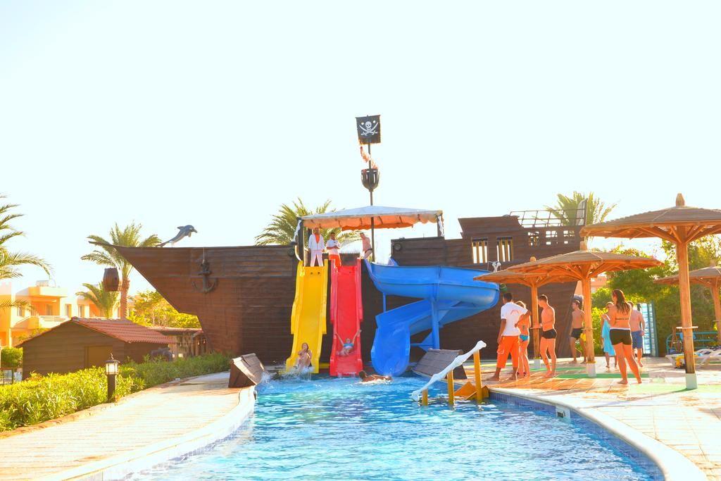 اكوا بارك للمرح طول اليوم مع اولادك فى موفى جيت جولدن بيتش الغردقة Movie Gate Golden Beach Hurghada Outdoor Golden Beach Outdoor Decor