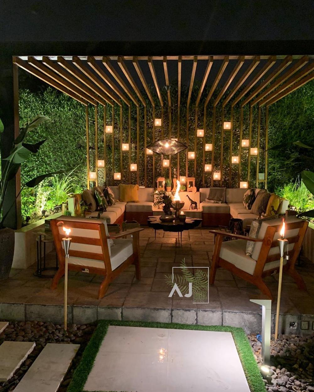 حديقة خلفية لمنزل قبل وبعد تصميم وتنفيذ عبدالله الجاسر Festoon Lighting Outdoor Decor Outdoor Furniture Sets