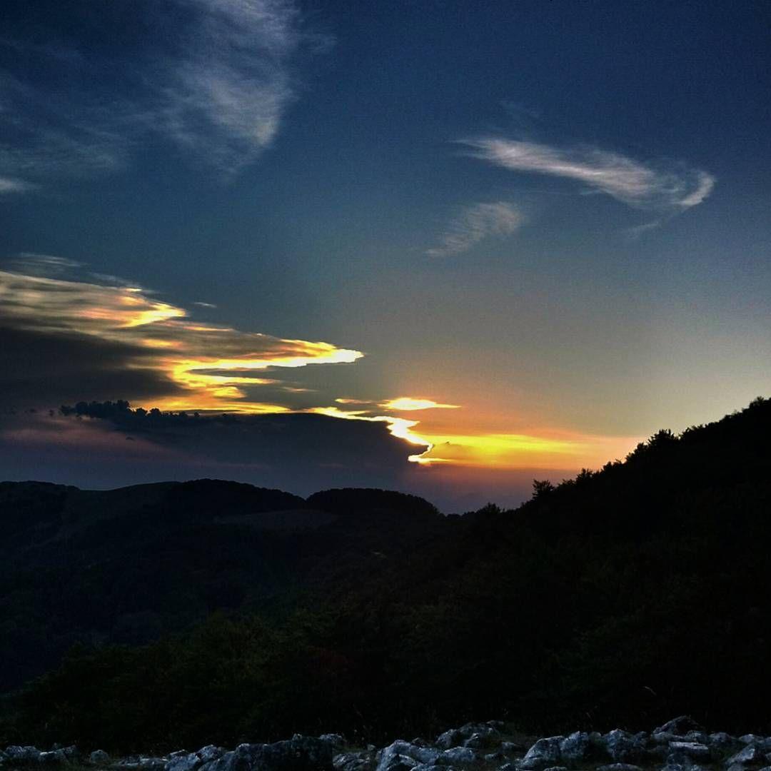 Lontanodame #sunset #tramonto #italia #italy #scatti_italiani #scattanapolicontest #taburno #taburnocamposauro #camposauro #campania #paesaggisannio #paesaggio #landscape #natura #ig_italia #ig_italy #igersnapoli