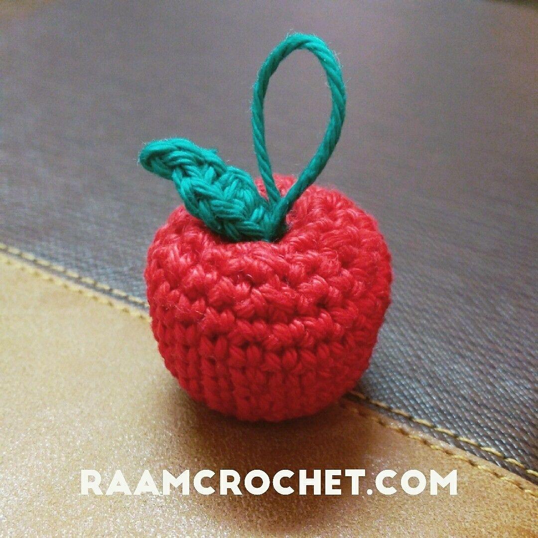 تفاحة من كتاب كروشيه الفواكه ستجدون في هذا الكتاب عشرة باترونات كروشيه مختلفة تسعة منها ستكون لباترونات فواكه وه Crochet Videos Crochet Earrings Crochet