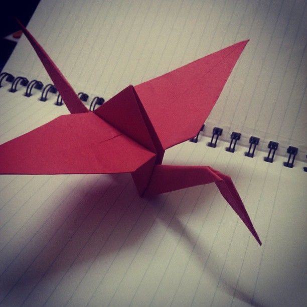 Photo of Origami-Kranich. #Origami #Crane #PaperArt #red #Bored #InstaClick