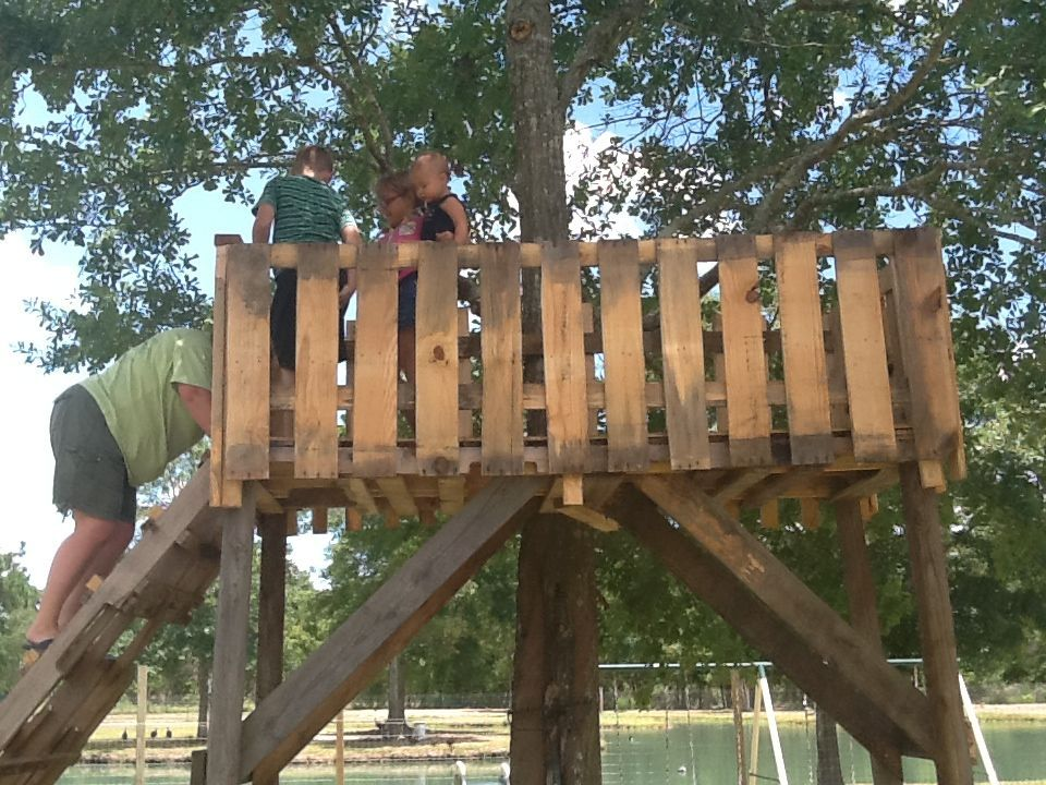 tree house made from pallets and other scrap wood we put 2 pallets