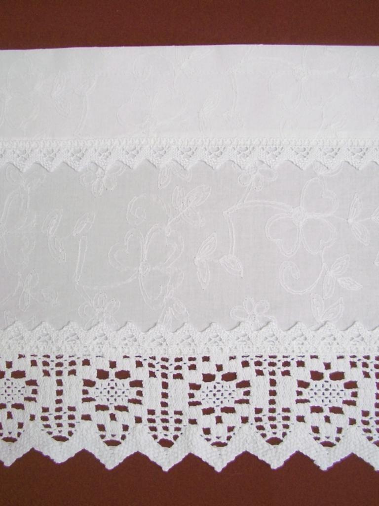 Gardine Landhausstil weiß shabby chic 105 by bluebasar, Herzlich willkommen in meinem kleinen Shop. :))  Diese süße,  weiße Bistro Gardine im Landhausstil ...