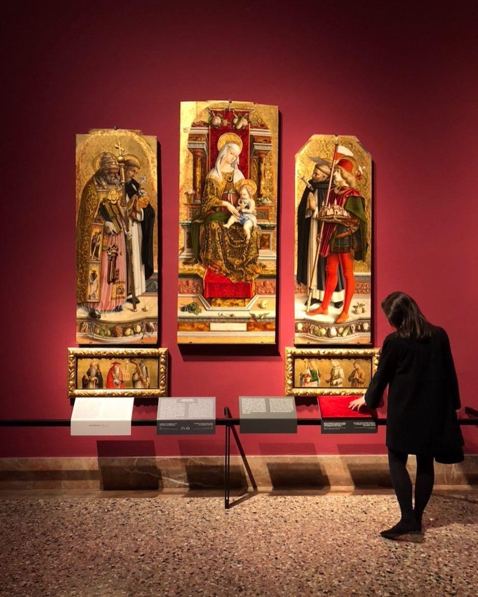Trittico Di Camerino Carlo Crivelli 1483 1483 Tempera Su Tavola Una Tavola Tattile Riproduce Il Tessuto Dipinto Sull Opera L Art Works Art Painting