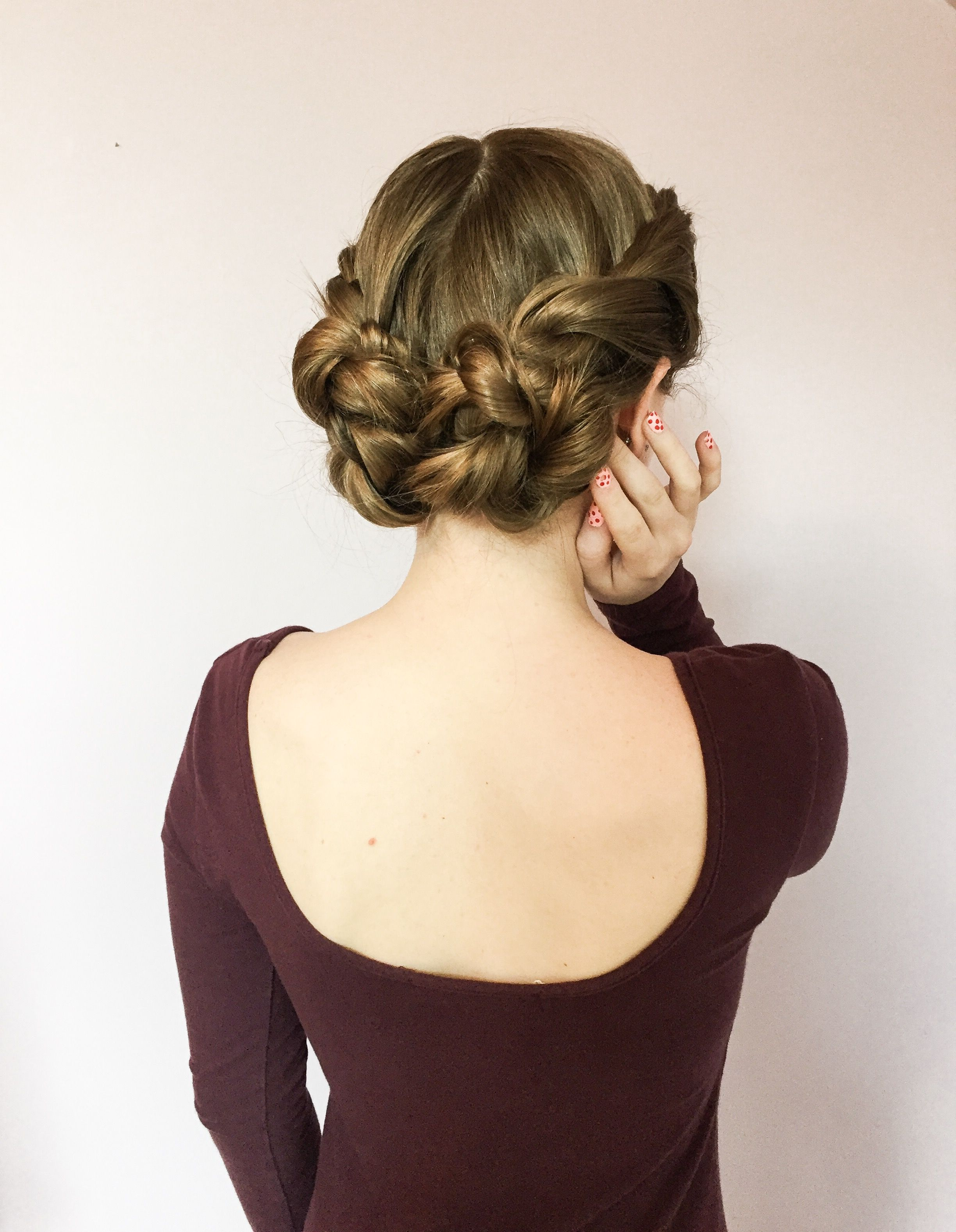 Double Twist Low Buns Updo Hairstyle With Images Easy Bun
