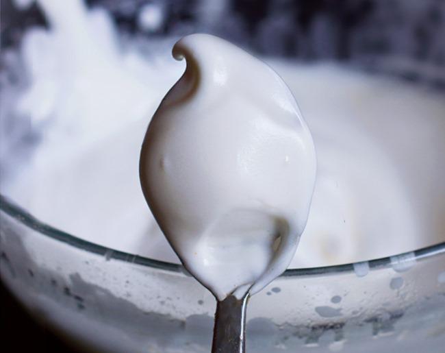Vegan Marshmallow Fluff - Just 2 Ingredients! #marshmallowfluffrecipes vegan marshmallow fluff