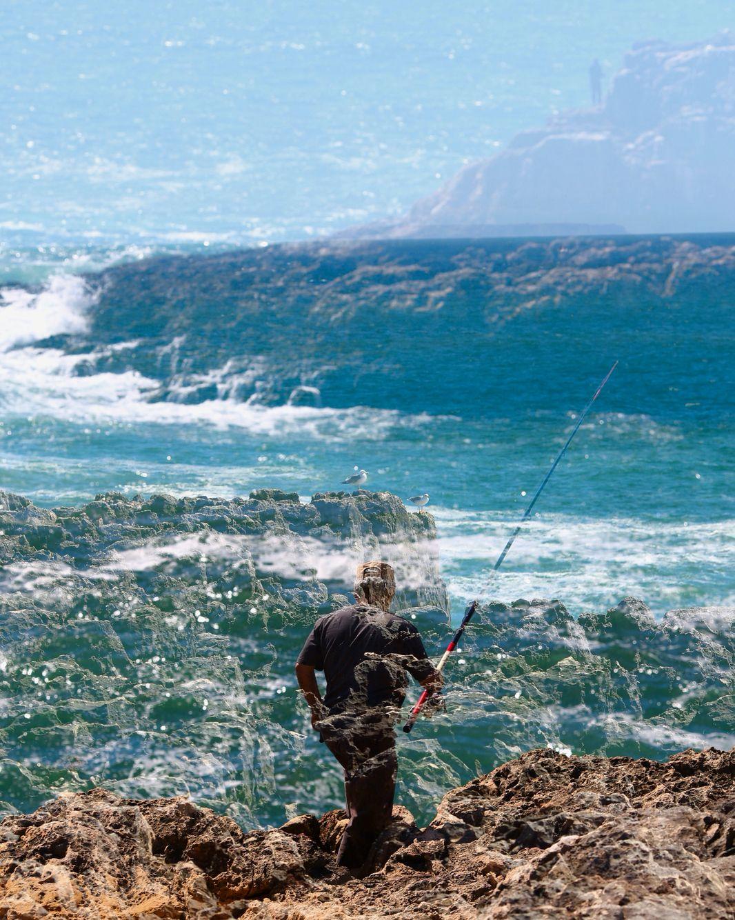 Fishermen in the edge. Henrique Da Ponte Photography