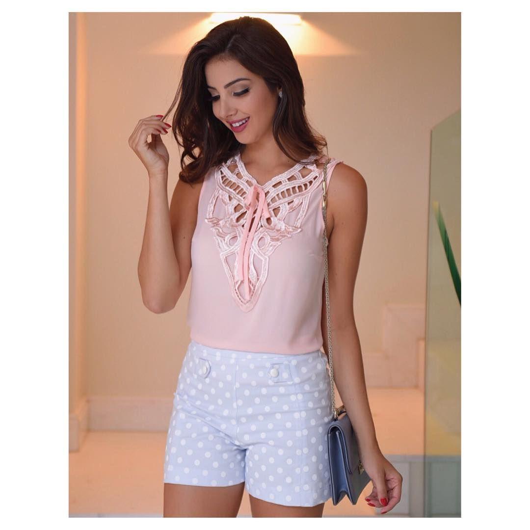 Look super fofo e delicado 💕 Blusinha decote renda e shorts poá #beUniqueChic #novidades