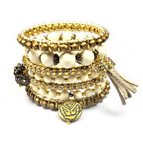 3d632da9436 Conjunto com 7 pulseiras femininas. Cores  branco
