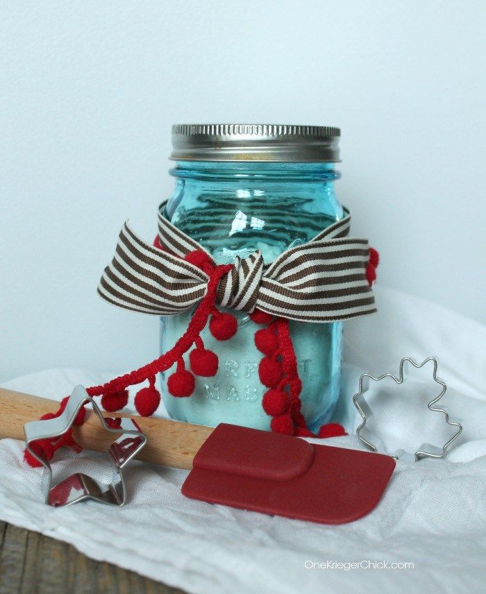 Easy, inexpensive, and FUN gift idea- Playdough mix in a jar! OneKriegerChick.com