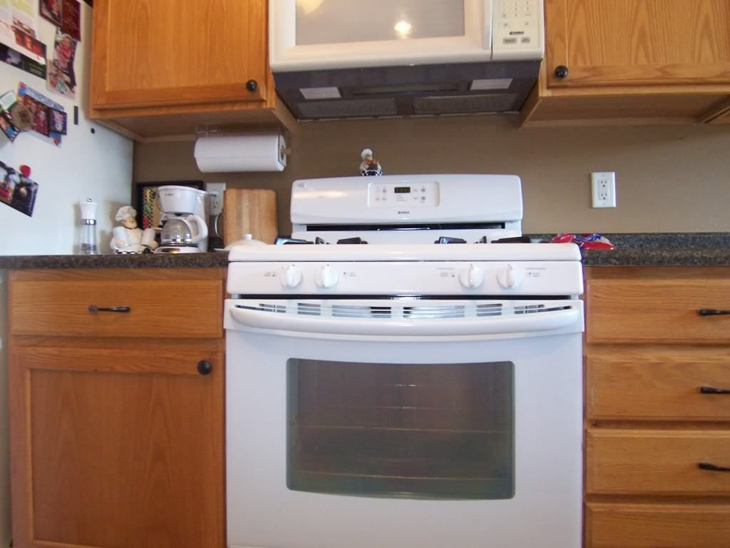 Yes You Can Paint Your Oak Kitchen Cabinets Oak Kitchen Oak Kitchen Cabinets Kitchen Cabinets