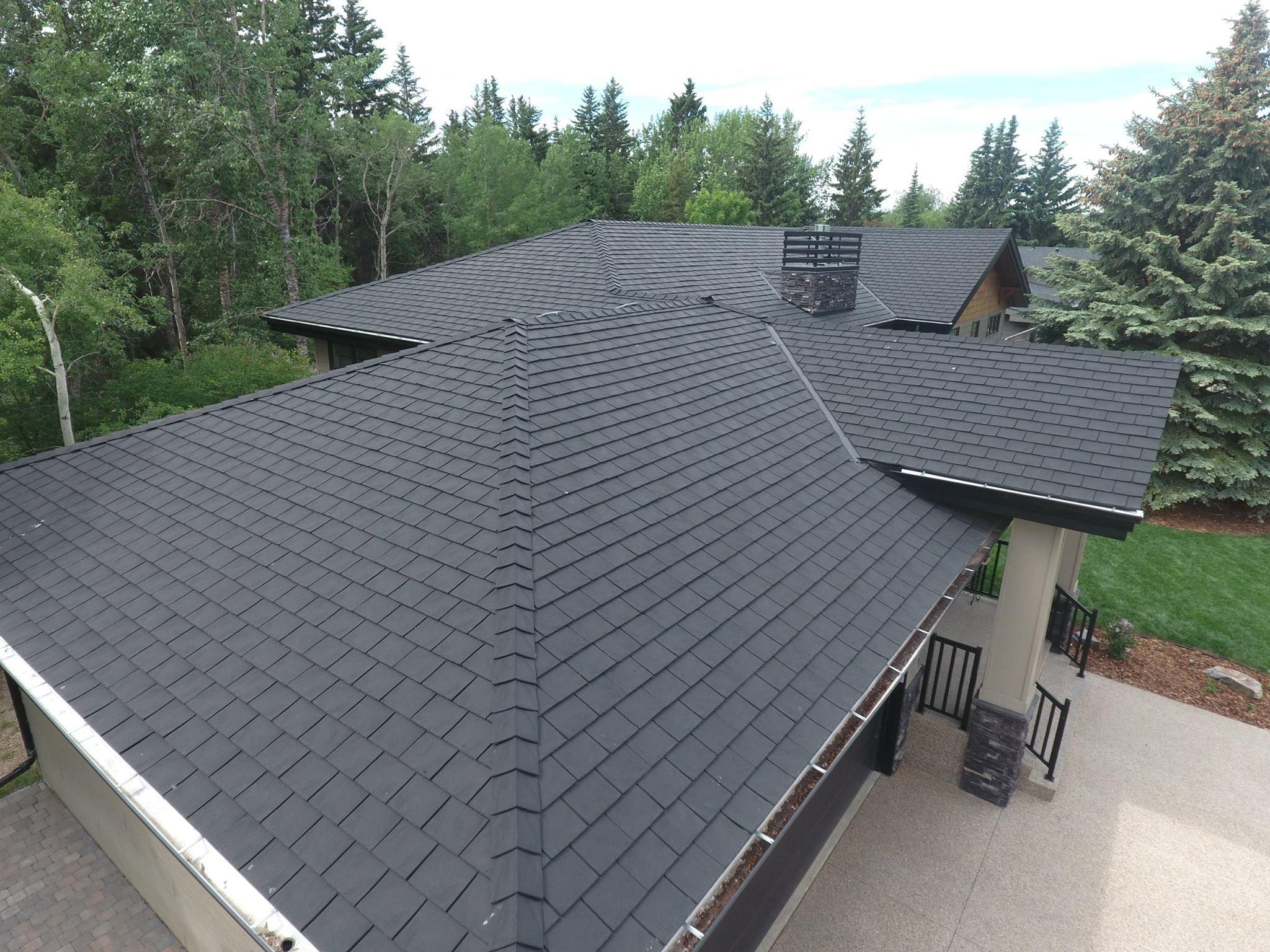 Heritage Slate In Black Slate Black Roof Authenticlook Rubber Roofingmaterial Lifetimewarranty Contractor Modern Roofing Fibreglass Roof Roof Design