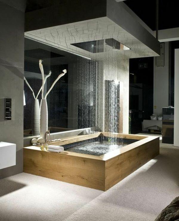 Fantastische regendusche und holzbadewanne im badezimmer for Badezimmer ideen luxus