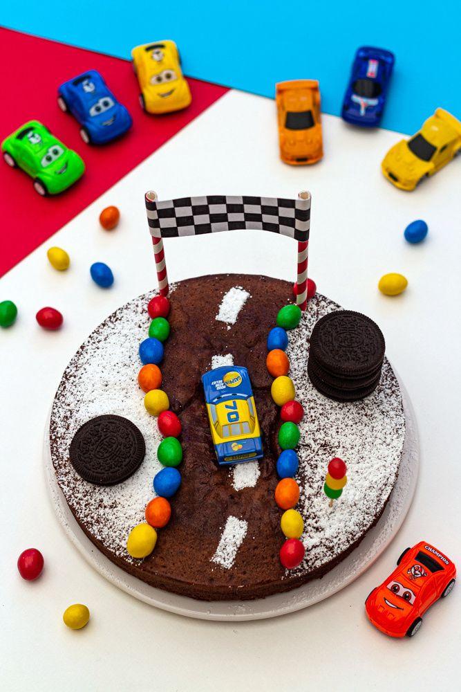 Gâteau d'anniversaire enfant Le circuit de course - Amandine Cooking