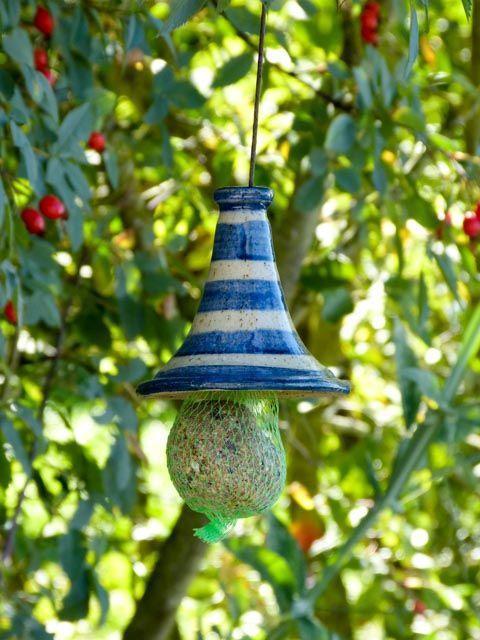 fat balls roof bracket canopy frost resistant keramik johanna br ckner pinterest. Black Bedroom Furniture Sets. Home Design Ideas