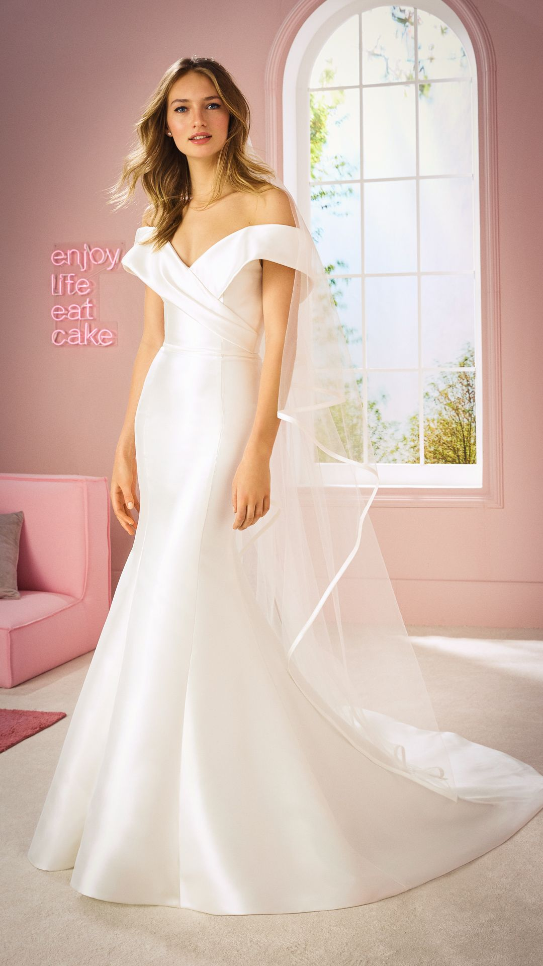 Hochzeitskleider 11 White One Kollektion Modell: TINA-B