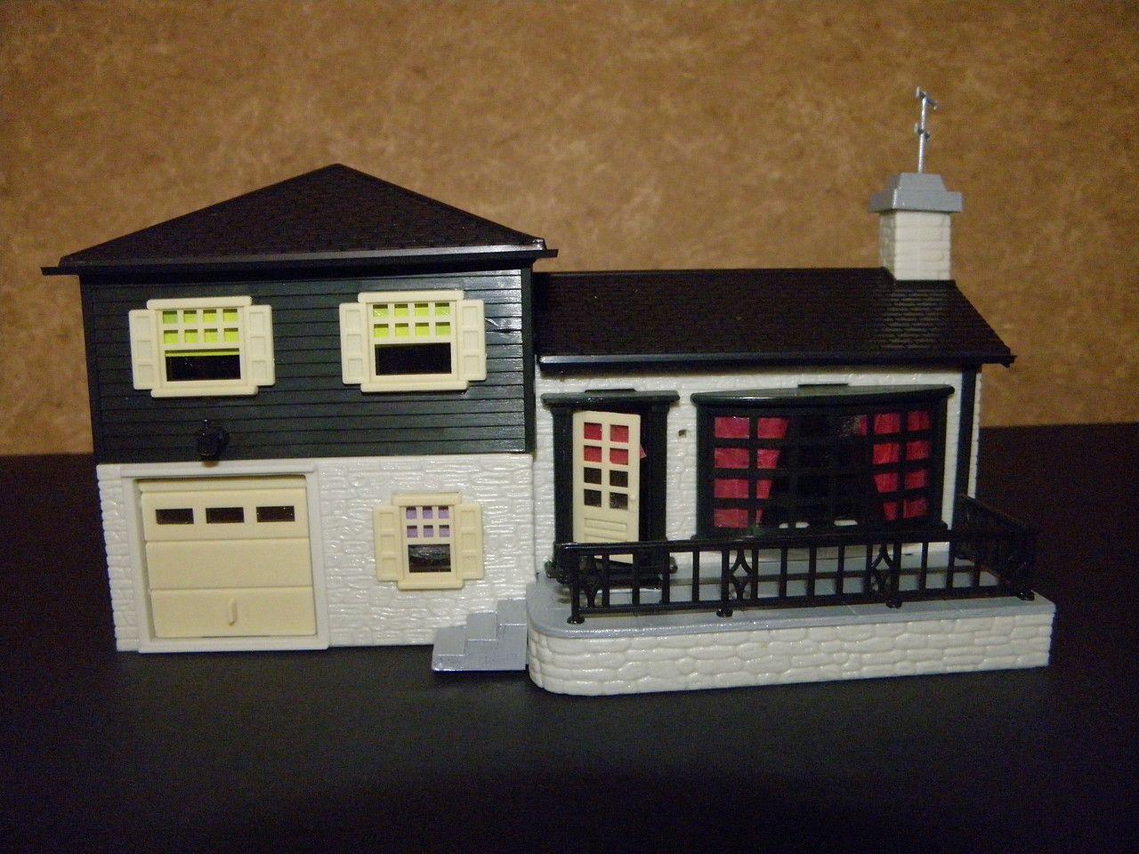 Plasticville classic split level house kit ho scale for Split level kit homes