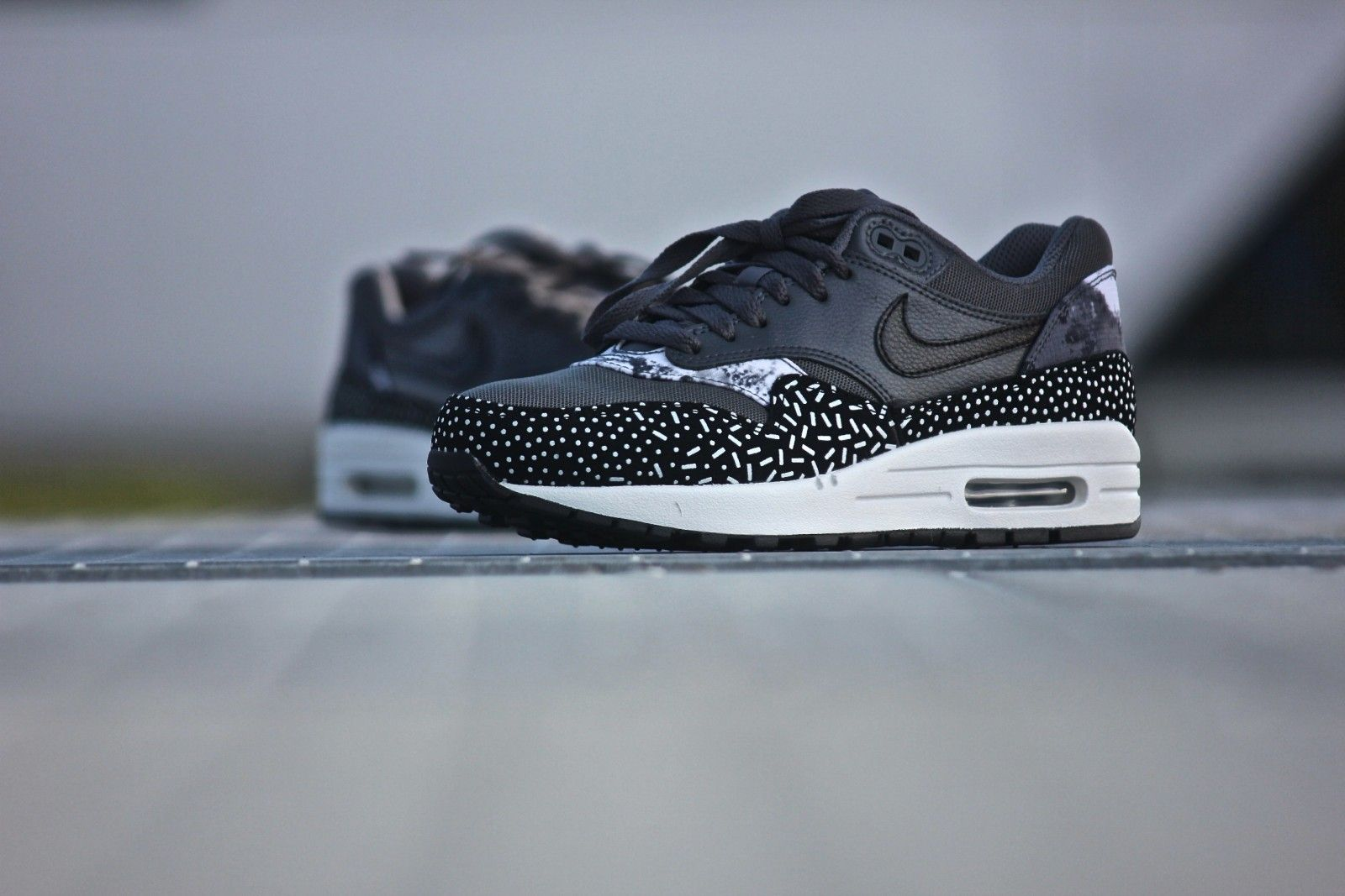 best sneakers 8177a 31e38 Nike Wmns Air Max 1 Print Dark Grey - 528898-001