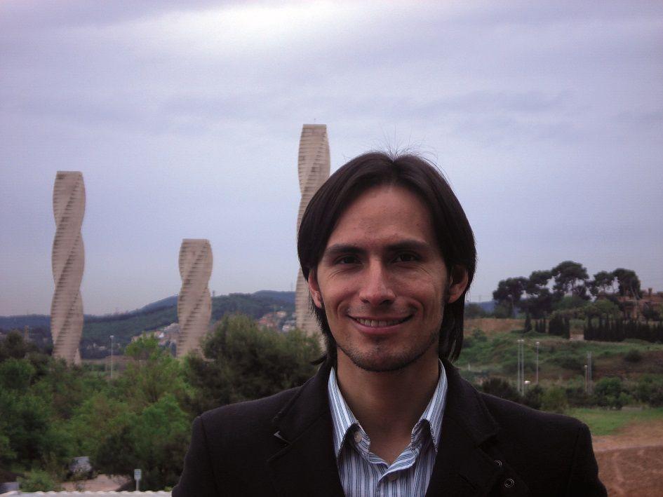 Diego Alberto Sáenz Meneses: Para este microbiólogo bogotano hacer ciencia y proteger el medio ambiente van de la mano. La influencia del suelo en el cambio climático es su actual tema de investigación.