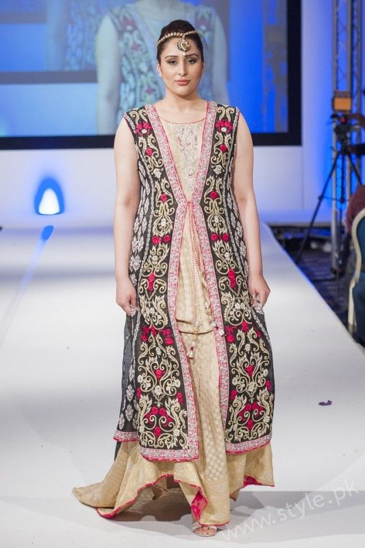 New gown style dresses in Pakistan (9) | Pakistan Fashion ...