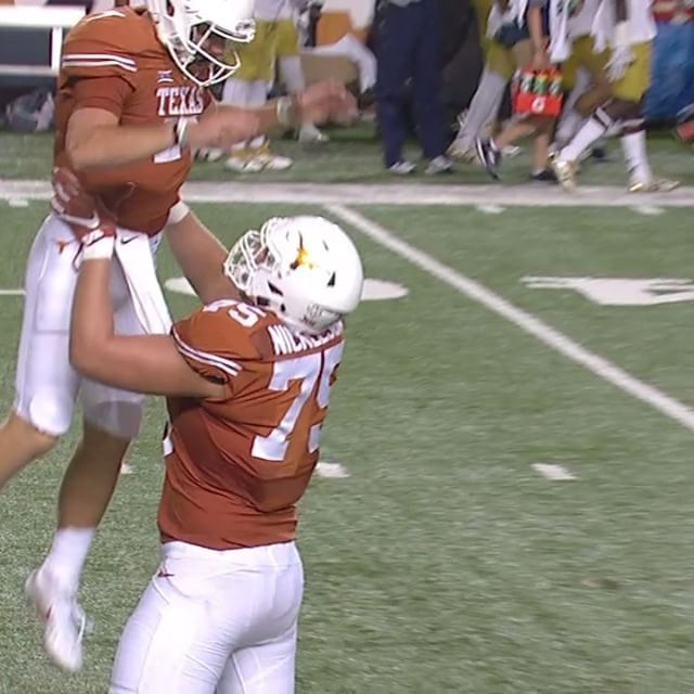 ¡Touchdown Longhorns! Texas Spanish Radio Network on the call for Shane Buechele's 72-yard pass TD.