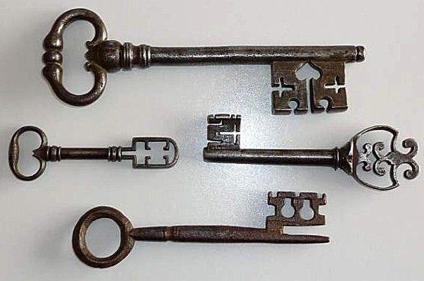 clefs anciennes de collection