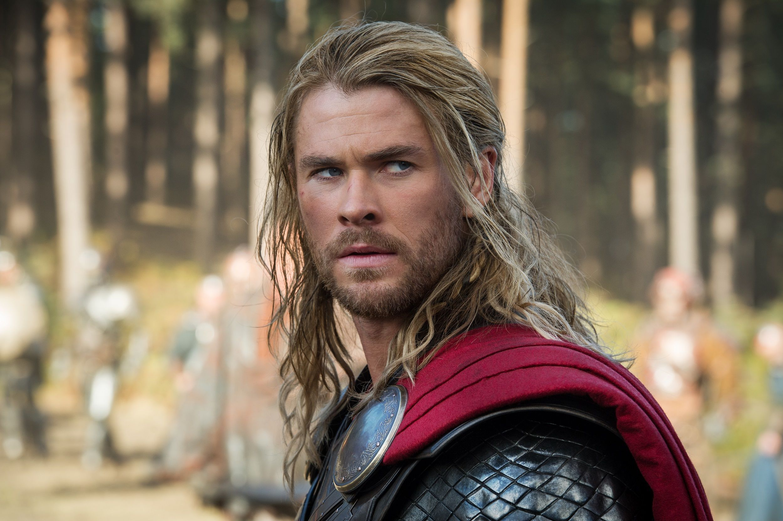 chris hemsworth with long hair in character thor | men hairstyle
