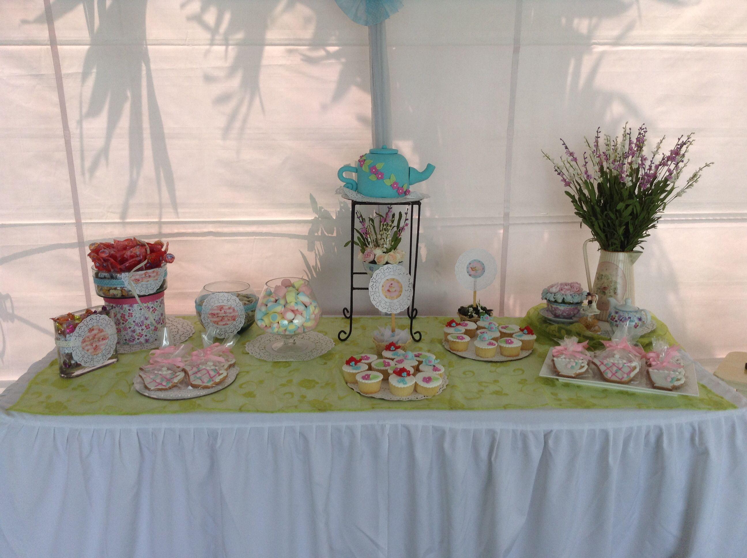 Mesa de cupcakes y galletas Mi decoracion para te cocina | Un Te ...